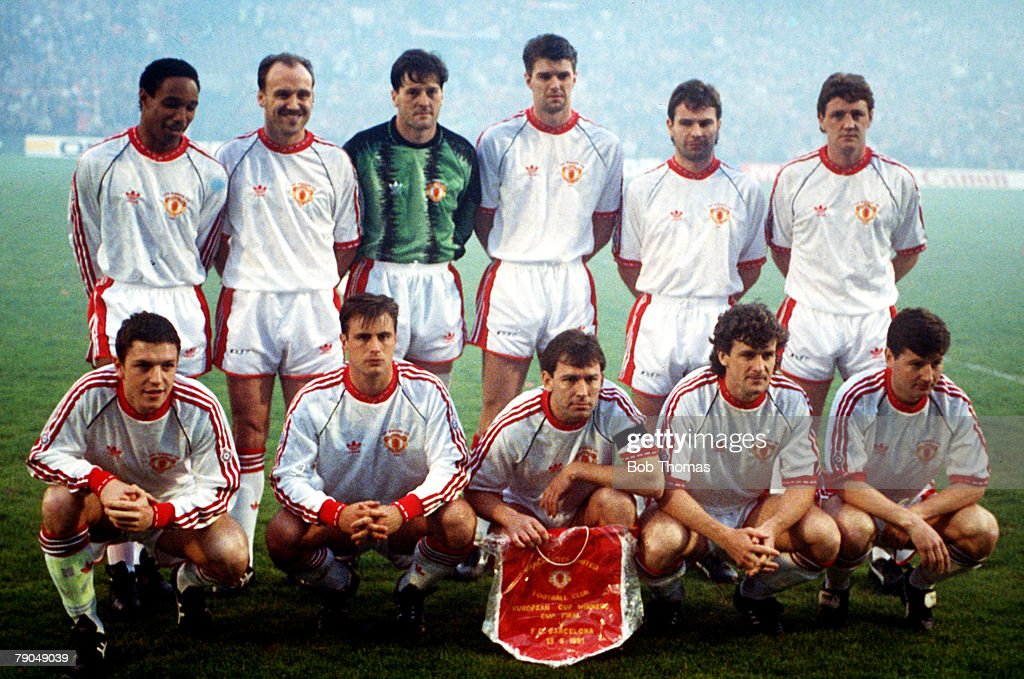 Football. UEFA Cup Winners Cup Final. Rotterdam, Holland. 15th May 1991. Manchester United 2 v Barcelona 1. The Manchester United team pose together for a team photograph prior to the match. Back Row L-R: Paul Ince, Mike Phelan, Les Sealey, Gary Pallister : News Photo