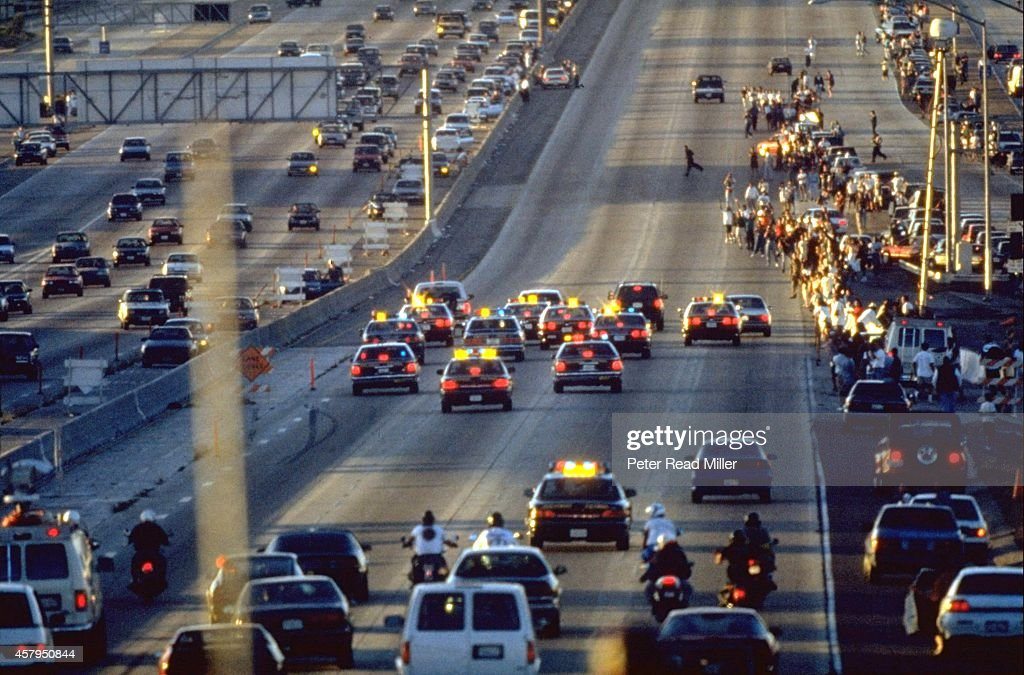 View of white Ford Bronco being driven by Al Cowling on Interstate 405. Former NFL running back O.J. Simpson hiding in the car after failing to turn himself in for the murder of his ex-wife. Peter Read Miller X46380 )
