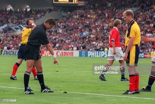 Football World Cup 1998, Scotland v Norway, Referee Laszio Vagner points to the spot of turf where Gordon Durie was fouled just outside the penalty...