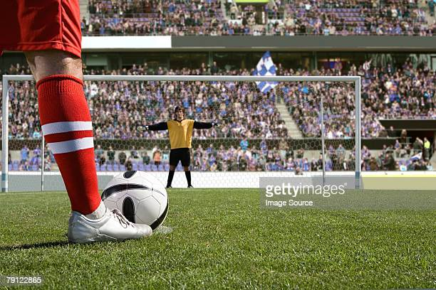 footballer about to take a penalty - goalie goalkeeper football soccer keeper stock pictures, royalty-free photos & images
