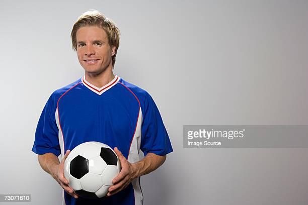 footballer holding football - trikot stock-fotos und bilder