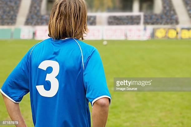 footballer on the pitch - camisa de futebol - fotografias e filmes do acervo
