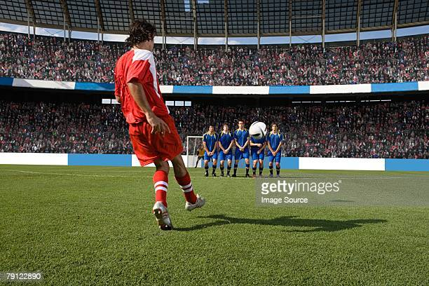 footballer taking a free kick - defender soccer player stock pictures, royalty-free photos & images