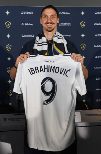 ebb3a1731 TOPSHOT - Footballer Zlatan Ibrahimovic holds up his new team jersey at his  first press conference