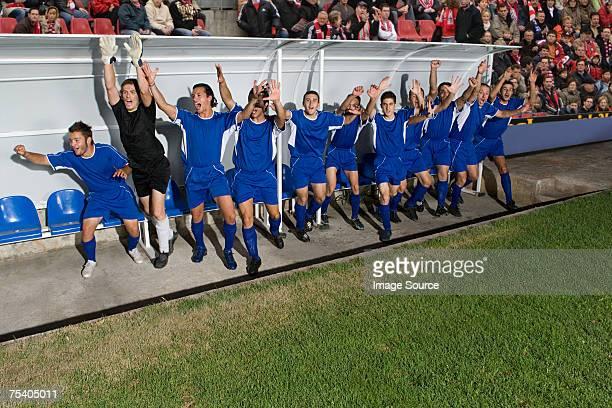 giocatori di calcio festeggia - squadra di calcio foto e immagini stock
