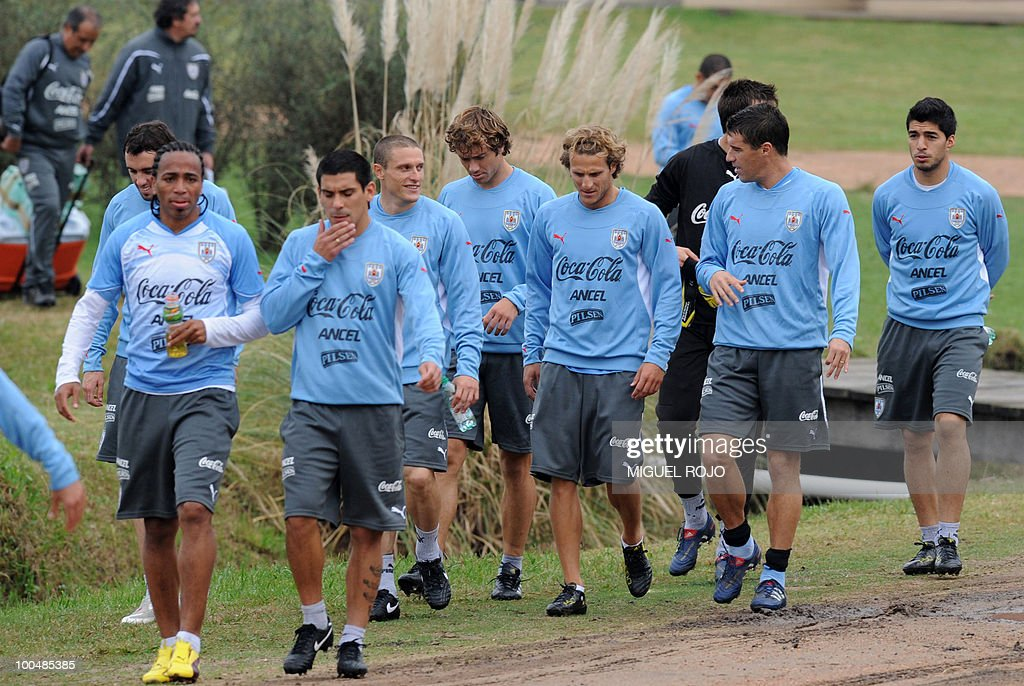 Footballers of the Uruguayan national team are pictured during a training session at the Uruguayan Football Association's sports complex in the department of Canelones, near Montevideo, on May 24, 2010. Uruguay's South Africa 2010 World Cup campaign kicks off against France in Cape Town on June 11.