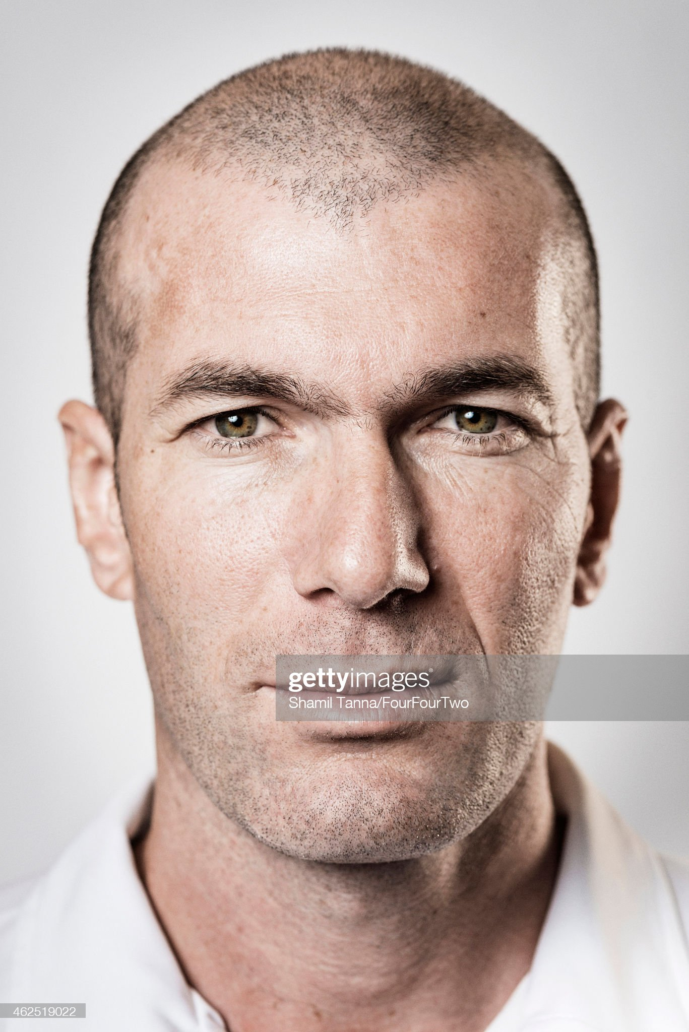 COLOR DE OJOS (clasificación y debate de personas famosas) Footballing-legend-zinedine-zidane-is-photographed-for-fourfourtwo-picture-id462519022?s=2048x2048