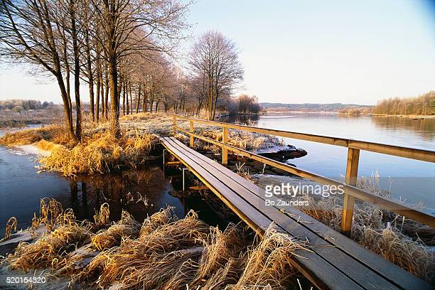 footbridge and small island on frosty morning - bo zaunders stock pictures, royalty-free photos & images