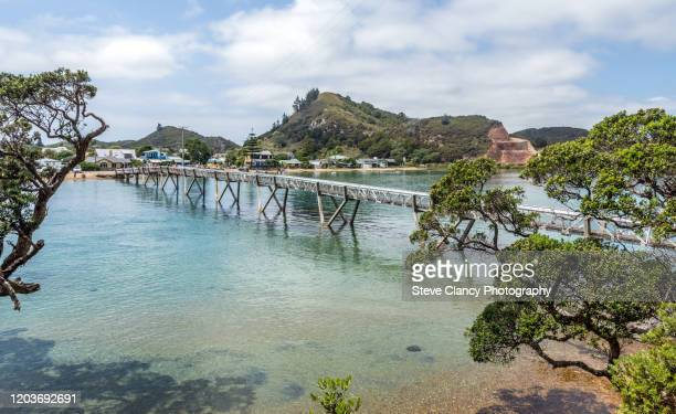 footbridge - whangarei heads stock-fotos und bilder