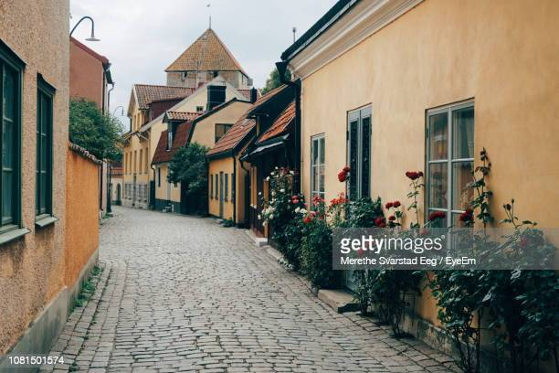footpath amidst buildings in town - gotland bildbanksfoton och bilder