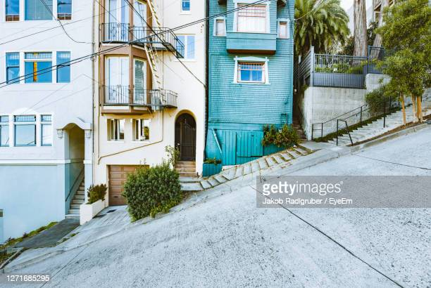 footpath by buildings in city - lombard street san francisco stock pictures, royalty-free photos & images