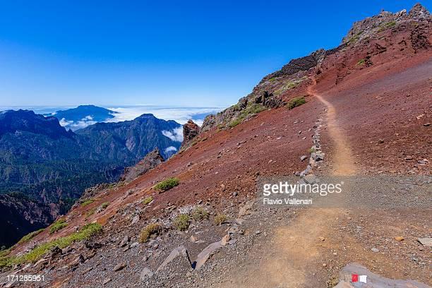 footpath in the caldera de taburiente national park, la palma - caldera stock pictures, royalty-free photos & images