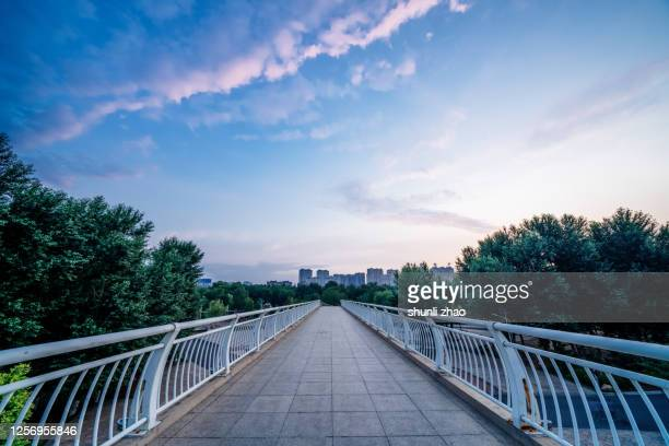 footpath on viaduct - elevated walkway stock pictures, royalty-free photos & images