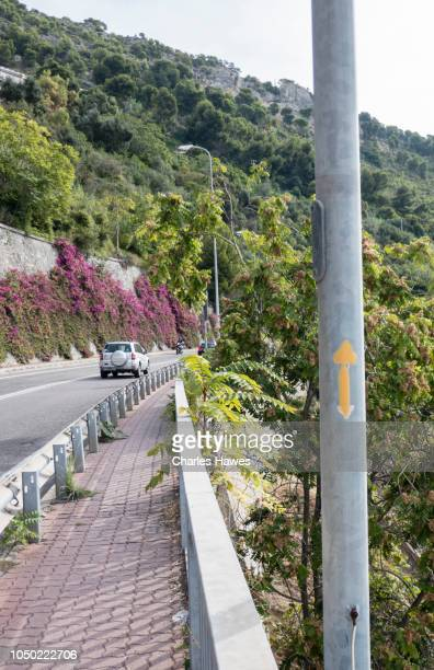 footpath with sign for via della costa on post by the roadside;image taken from on or near the coast of liguria in northern italy. september - {{asset.href}} imagens e fotografias de stock