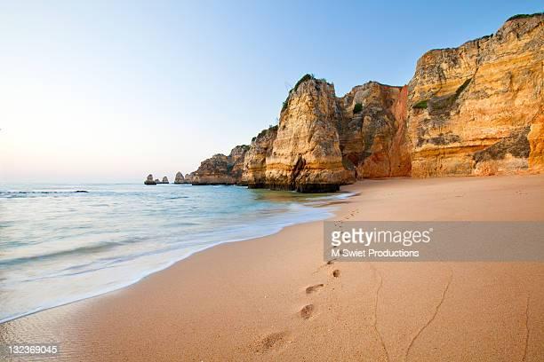 footsteps in sand - portugal stock-fotos und bilder