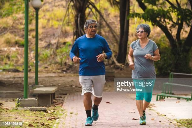 para uma vida longa e saudável - exercício físico - fotografias e filmes do acervo