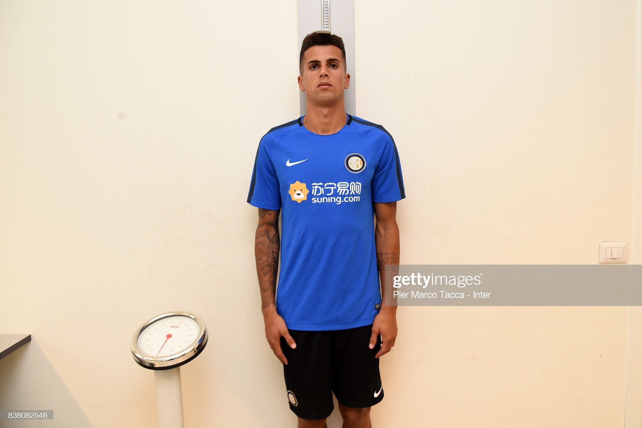 Hay jugadores a los que les miden calzados en las pruebas médicas For-fc-internazionale-new-signing-joao-cancelo-attends-medical-tests-picture-id838082546?s=2048x2048