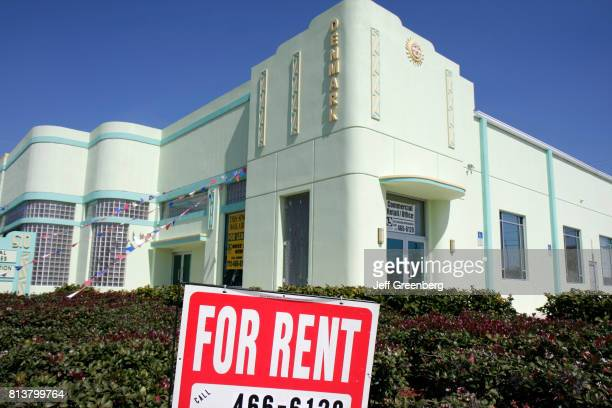 A for rent sign outside a building in Fort Pierce