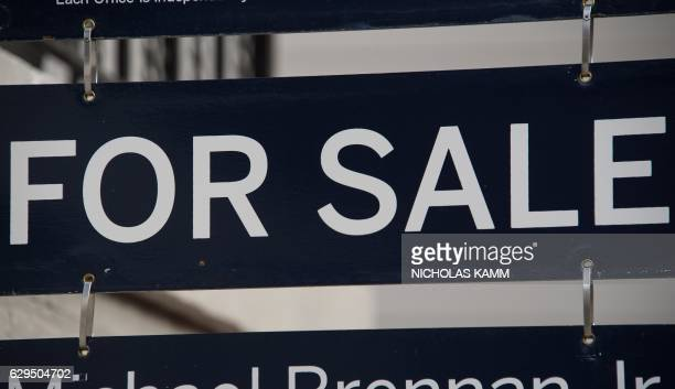 A 'For Sale' sign is seen in front of a house in the Georgetown neighborhood of Washington DC on December 13 2016 / AFP / NICHOLAS KAMM
