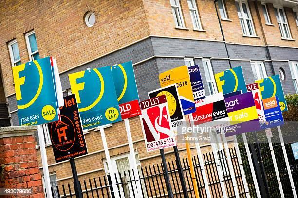 Zu verkaufen, zu überlassen und verkauft Zeichen in London