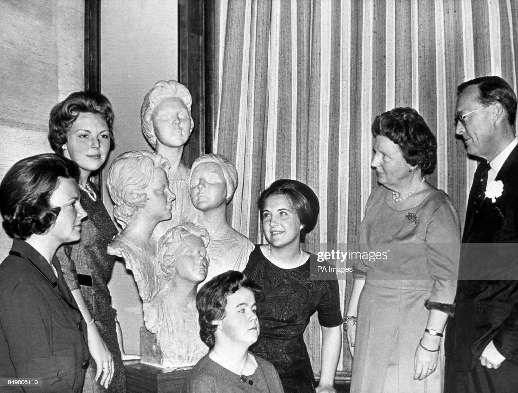 Dutch Royalty - Queen Juliana of the Netherlands and Prince Bernhard - Silver Wedding anniversary : News Photo