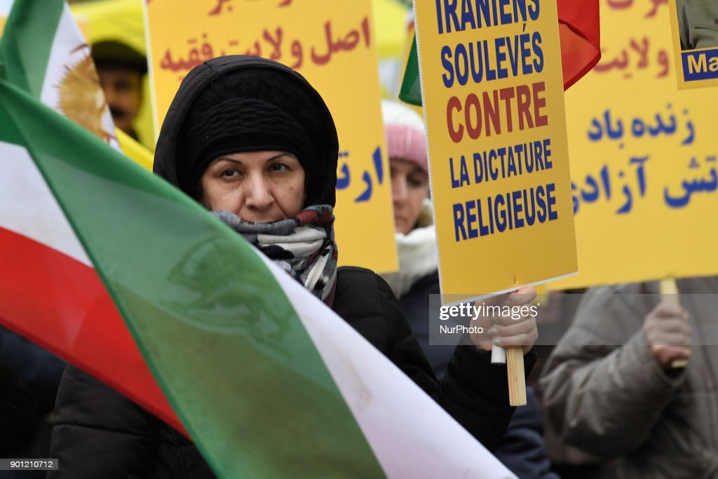 For the third day, Iranians protesters in front of the ambassy of Iran against the arrestations and the killing in Iran, on 4 January 2018 in Paris, France.