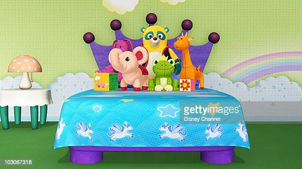 OSO 'For Your Bed Only' Special Agent Oso teaches Kayla how to make her bed before her friend Ashley arrives for their sleepover This episode of...
