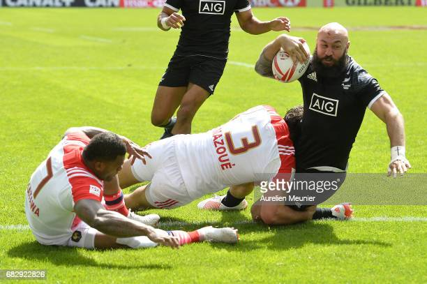 Forbes of New Zealand scores a try during the HSBC Paris sevens match between Samoa and South Africa on May 14 2017 in Paris France