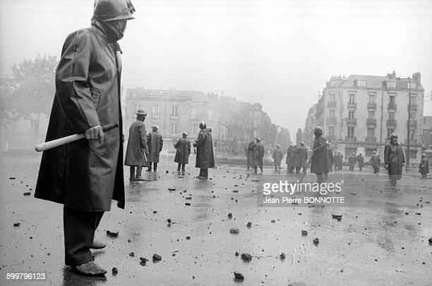 Forces de l'ordre pendant une manifestation d'étudiants en mai 1968 à Nantes France