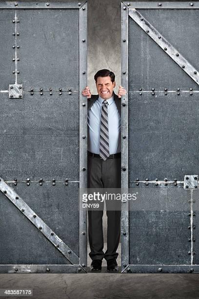 Zwingen Türen geöffnet
