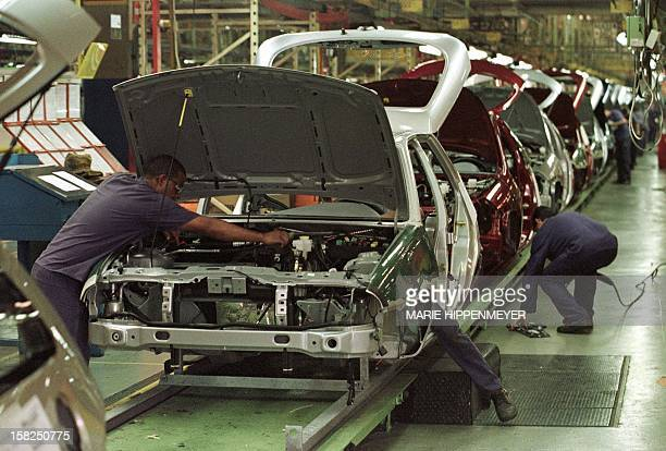 Ford Brazilian auto workers work on the assembly line 04 February one day after production resumed after a 48day suspension at the Sao Bernardo do...