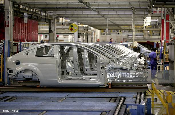 GERMANY SAARLOUIS Ford car production at the production location in Saarlouis Germany Our picture shows the production of Ford Focus with three doors