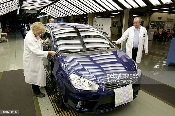GERMANY SAARLOUIS Ford car production at the production location in Saarlouis Germany Our picture shows final inspection of the Ford CMax checking if...