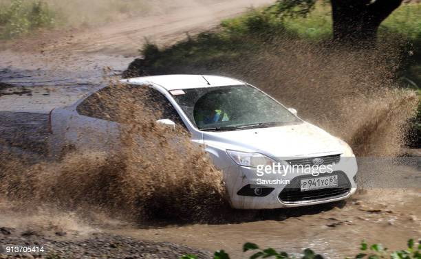 ford car rides through puddle - goop brand name stock pictures, royalty-free photos & images