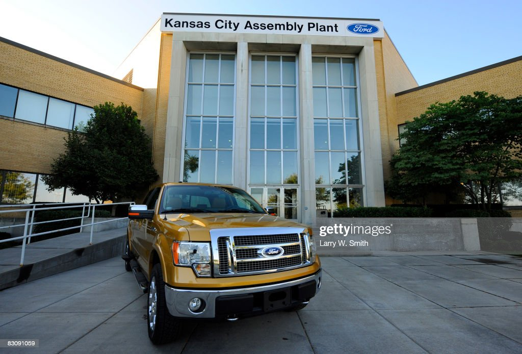 A Ford F-150 Lariat pickup sits outside the Kansas City Ford Assembly plant October 2, 2008 in Claycomo, Missouri. Ford's Kansas City Assembly plant celebrates production of the new 2009 Ford F-150 with the official roll out.