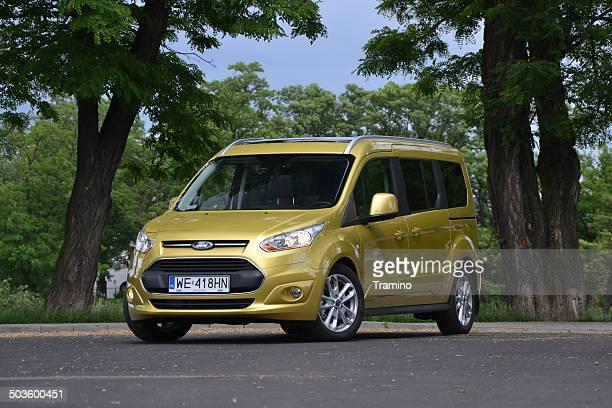 ford grand tourneo sich an der test drive - ford stock-fotos und bilder