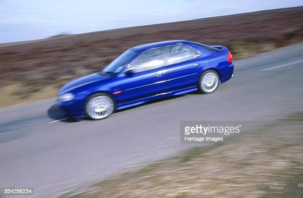 Ford Mondeo ST200 driving on road 2000