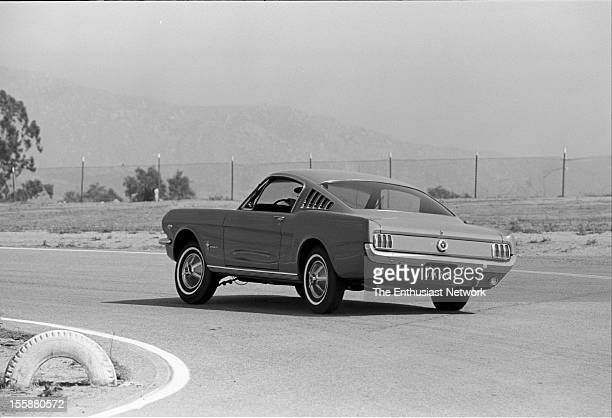 Ford Mustang 22 Plymouth Barracuda