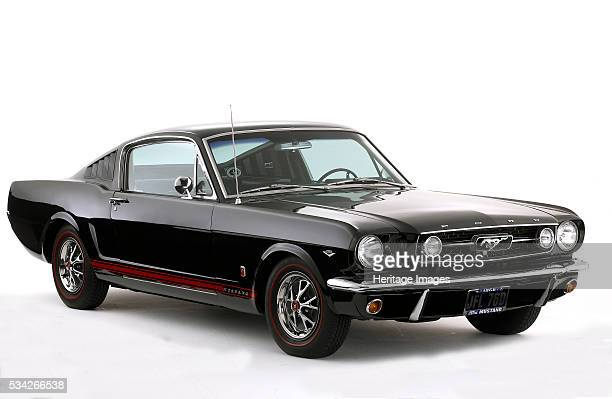 Ford Mustang 289 GT in studio 2000