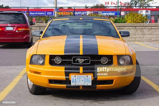 ford mustang convertible - ford mustang fotografías e imágenes de stock