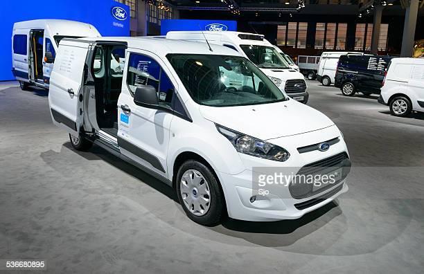 Ford trânsito Connect de campismo em uma linha