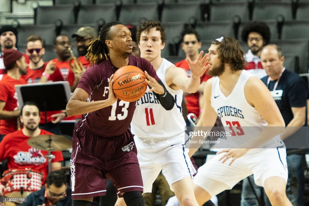 Fordham Rams Guard Antwon Portley passes the ball with Richmond