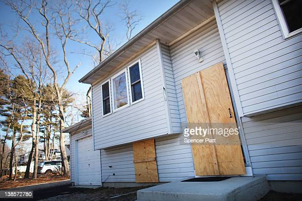 A foreclosed home stands boarded up on February 9 2012 in Islip New York A New York State Department of Financial Services Foreclosure Relief Unit...