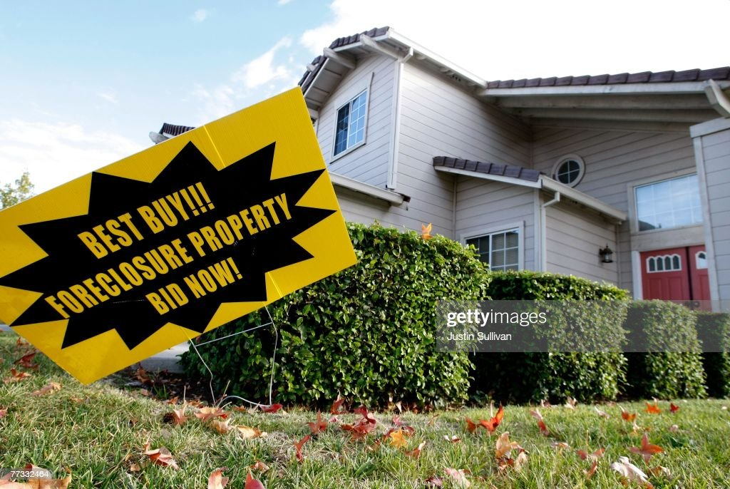 California Community Hit Hard By Foreclosure Epidemic : News Photo