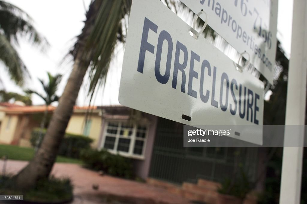 A foreclosure sign hangs in front of a home December 14, 2006 in Miami, Florida. The Mortgage Bankers Association, in its quarterly report of the mortgage market, reported that the percentage of mortgage payments that were 30 or more days past due for all loans tracked jumped to 4.67 percent in the July-to-September quarter.