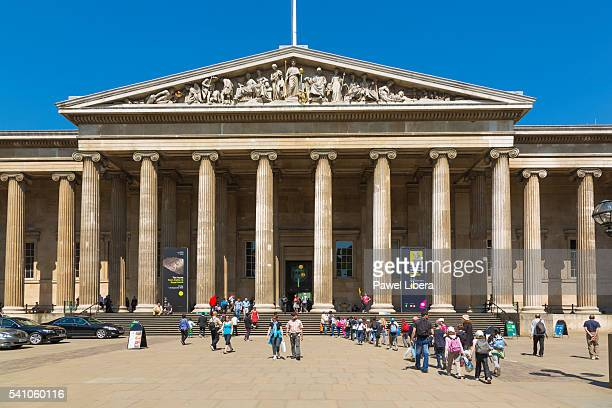forecourt of the british museum - british museum stock pictures, royalty-free photos & images