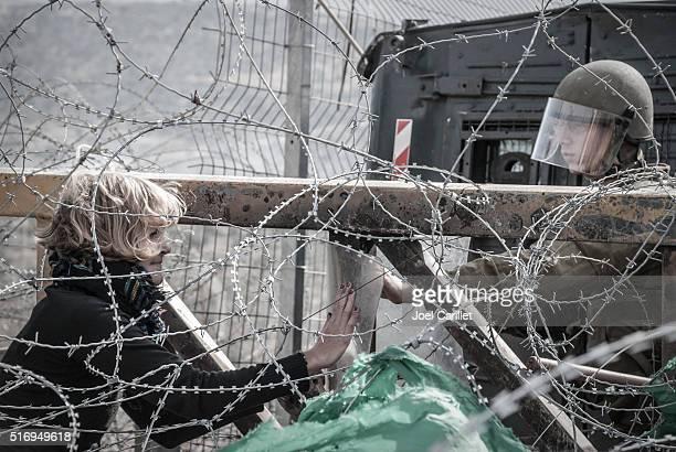"""Defensor israelí de Asuntos Exteriores y soldado en Bil """" , Cisjordania Además, dan"""