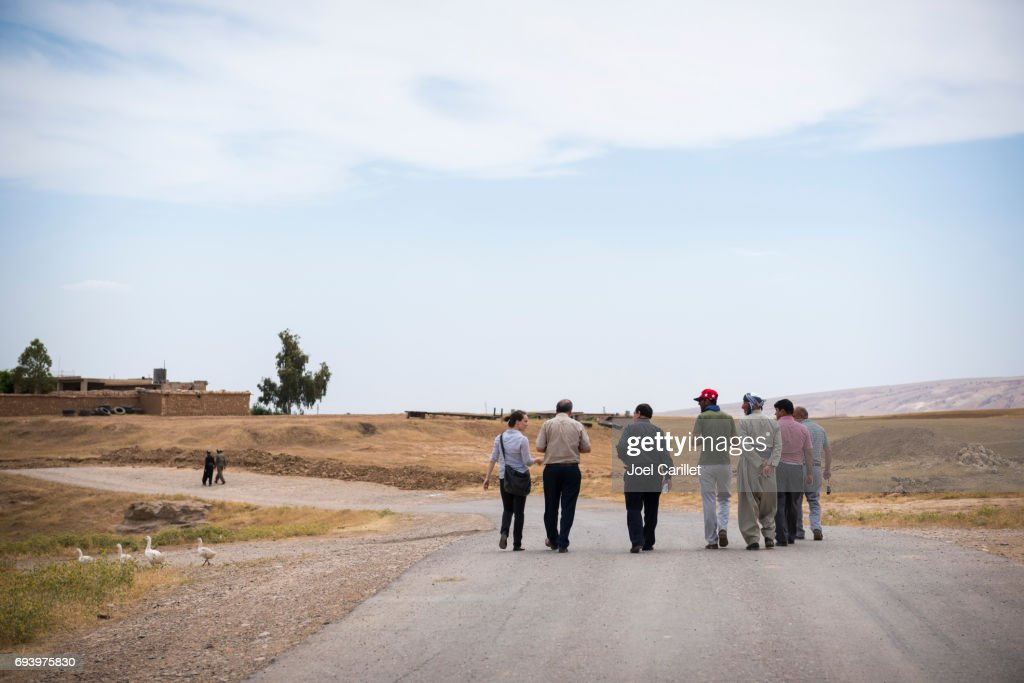 Foreign aid worker and Kurdish men socializing in Dubardan, northern Iraq : Stock Photo