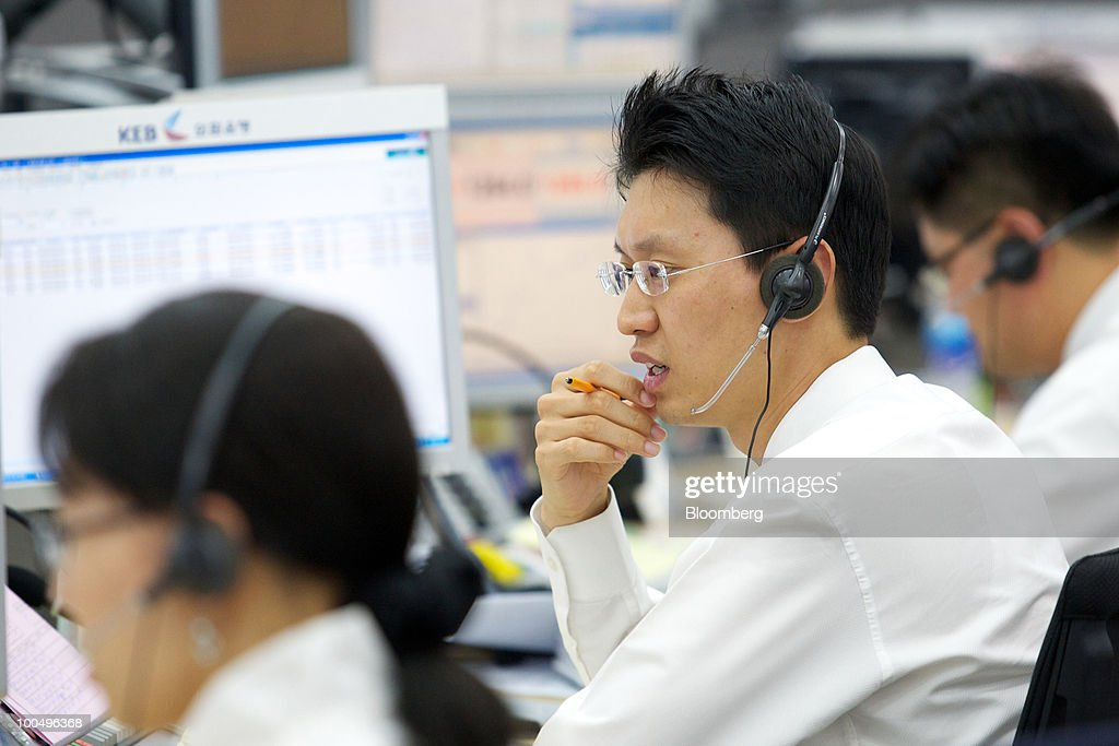 Foreign currency dealers work at the headquarters of Korea Exchange Bank in Seoul, South Korea, on Tuesday, May 25, 2010. Asian stocks and the won plunged to 10-month lows after a report that North Korean leader Kim Jong Il ordered his military to prepare for combat last week. Photographer: SeongJoon Cho/Bloomberg via Getty Images