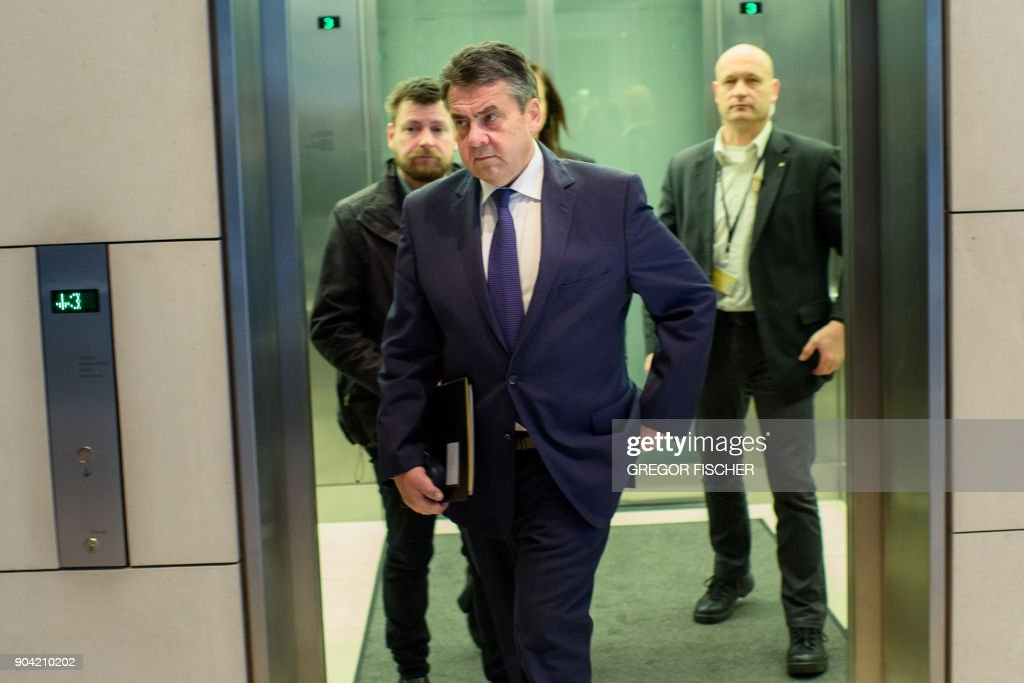 Foreign Minister and politician of Germany's social democratic SPD party, Sigmar Gabriel arrives for a parliamentary group meeting on January 12, 2018 at the Reichstag parliament building in Berlin, after German chancellor, her Christian Democrats, her Bavarian allies the CSU and the SPD hammered out a 28-page paper that will form the basis for the talks ahead. / AFP PHOTO / dpa / Gregor Fischer / Germany OUT